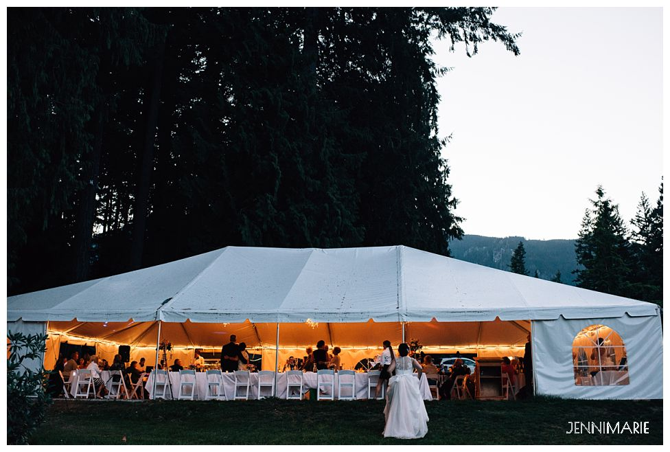 Rowena's Inn Wedding tent
