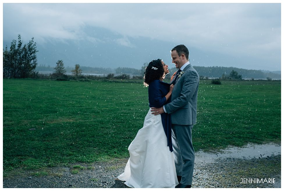 fraser river lodge wedding in the rain